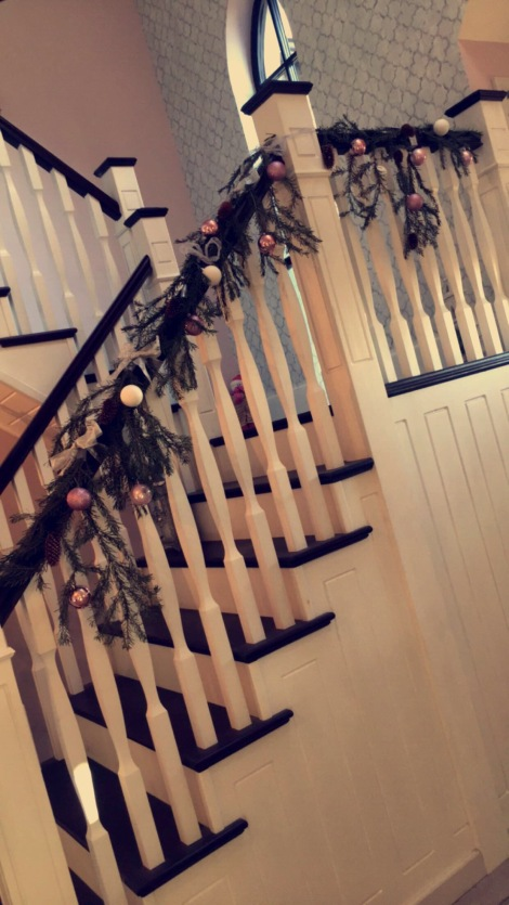 christmas-garland-stairs-festive-flair-elainesrovesntroves