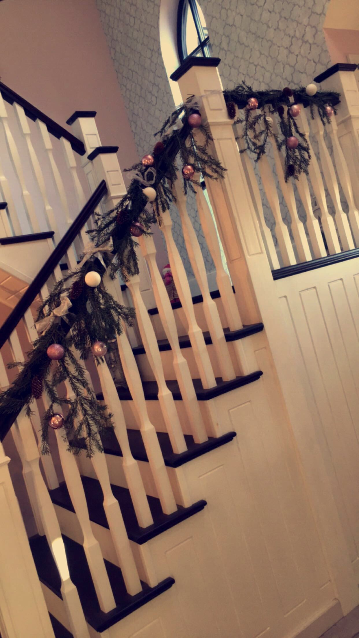stairway-christmas-garland-festive-flair-elainesrovesntroves